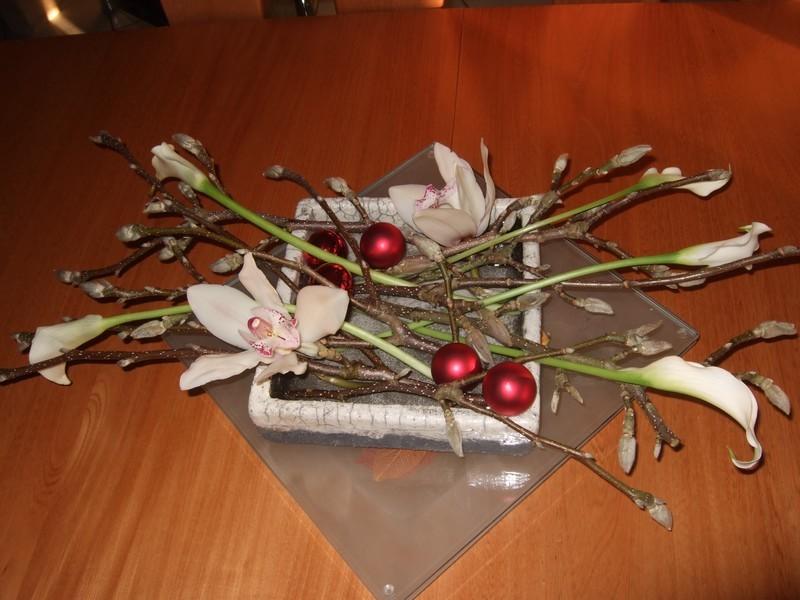 Art floral composition de no l for Art floral centre de table noel